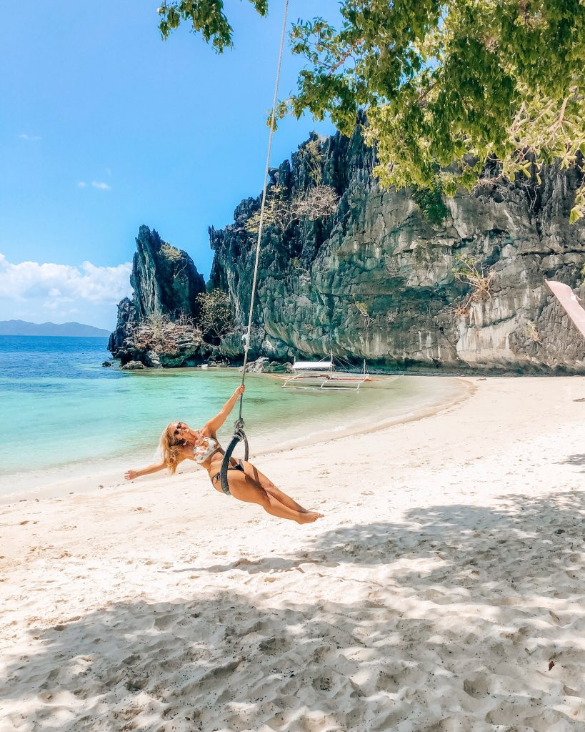 Make money travelling the world, Rachel at Papaya Beach, El Nido